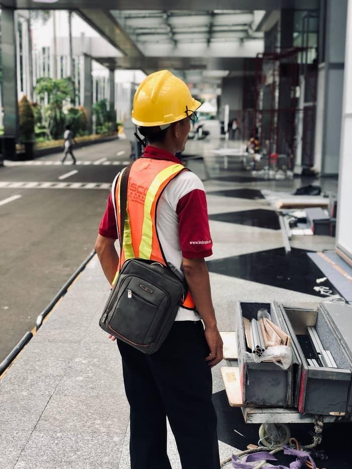 D:\now c drive\Desktop\Keywords\Articles\Written\Noor Ain\best backpack for construction workers
